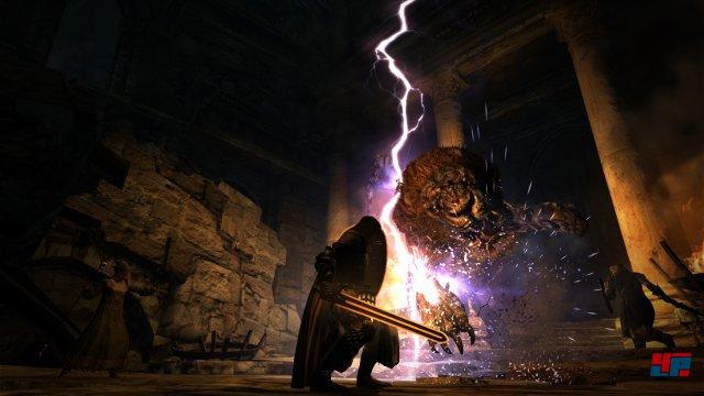 Der teambasierte Kampf gegen riesige Bestien, an denen man sich auch festhalten und empor klettern kann, ist nach wie vor ein Highlight des Fantasy-Rollenspiels.