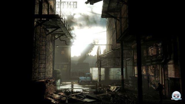 Leitern und Vorsprünge bieten wichtige Fluchtmöglichkeiten. Anders als Shadow Complex ist das Spiel aber linear gehalten: Die Überlebens-Rätsel konzentrieren sich auf einzelne Bildschirme.