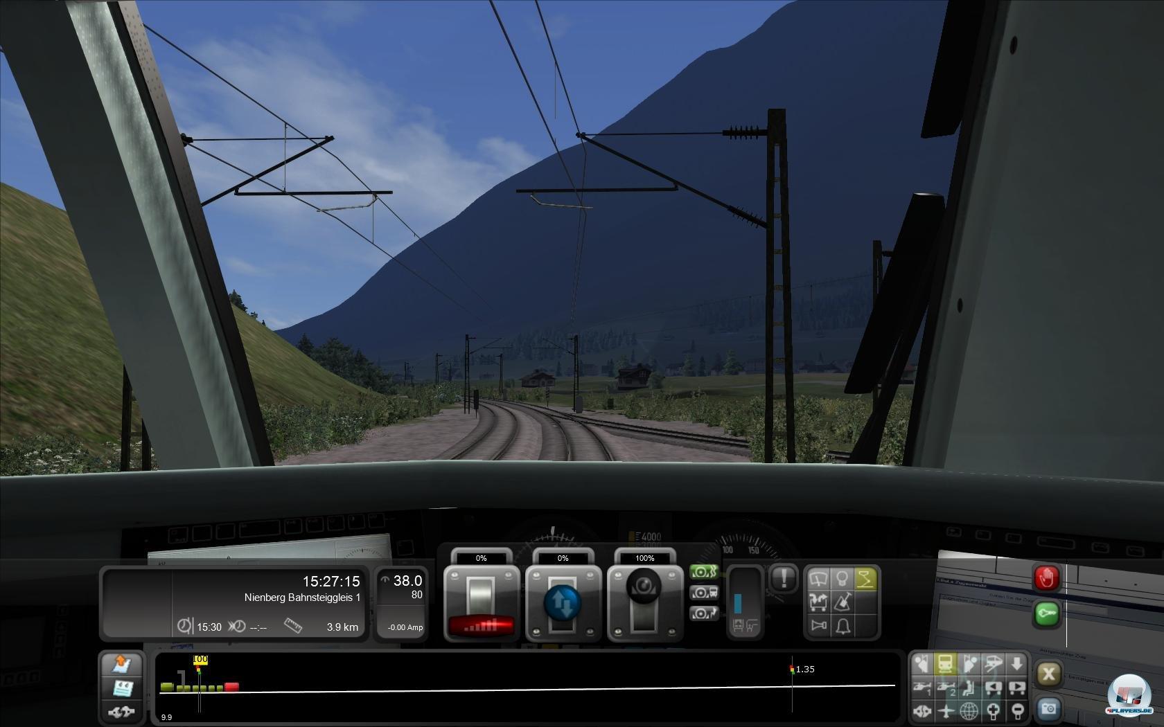 Mal geht es mit dem Triebwagen durch sonnige Alpenpässe...