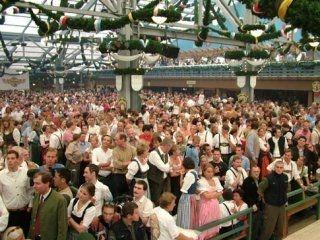 ...die ganze Spielewelt traf sich in Zelten und vergaß für einige feuchtfröhliche Augenblicke... 109853