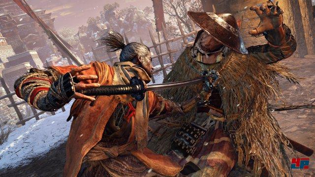 Nur wer die Balance wahrt, kann in Sekiro Angriffe abwehren.