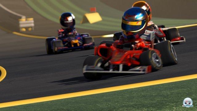 Alonso lässt auch im Kart die Konkurrenz hinter sich.
