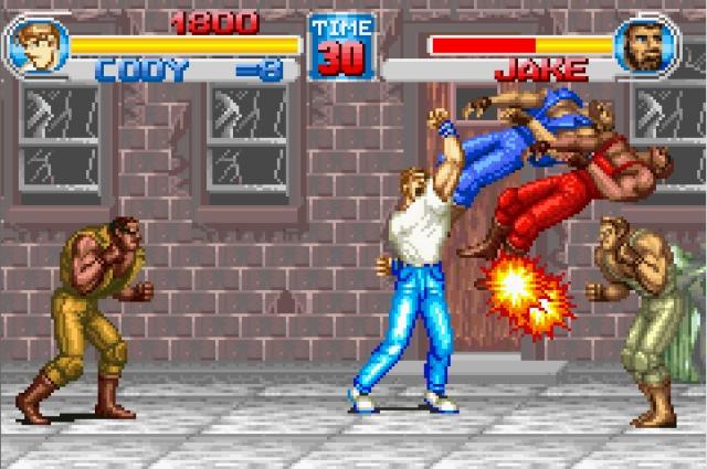 <b>Final Fight</b><br><br>Zugegeben, nicht der friedlichste Einstand, aber dennoch ein verdammt spaßiger: Als einer von drei strammen Helden (Cody, Haggar und Guy) ist es eure Aufgabe, sechs Levels lang allein oder kooperativ mit einem zweiten Spieler nicht nur jede Menge Ganoven zu verkloppen, sondern auch Jessica, die Tochter von Haggar, aus den Händen der miesen Mad Gear Gang zu befreien - wenn das mal nicht Grund genug ist! Final Fight war nicht der erste Brawler, machte das Genre nach Double Dragon aber erst richtig populär - im Dezember 1989 zuerst in japanischen Spielhallen, danach im Januar 1990 in den USA, kurz darauf auch in Europa. Dasselbe Team, das hiermit Prügel-Standards setzte, machte das kurz darauf übrigens nochmal -  mit Street Fighter 2. 1861368