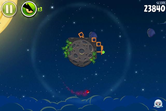 Rotation, juhuuuuuu! Die spaßige Physik-Engine sorgt für fröhlich im Orbit torkelnde Space-Vögel.
