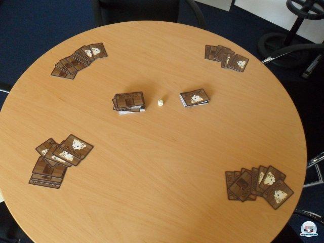 So sieht der Tisch aus, wenn das Dungeon noch geschlossen ist und jeder seine acht Startkarten bekommen hat.
