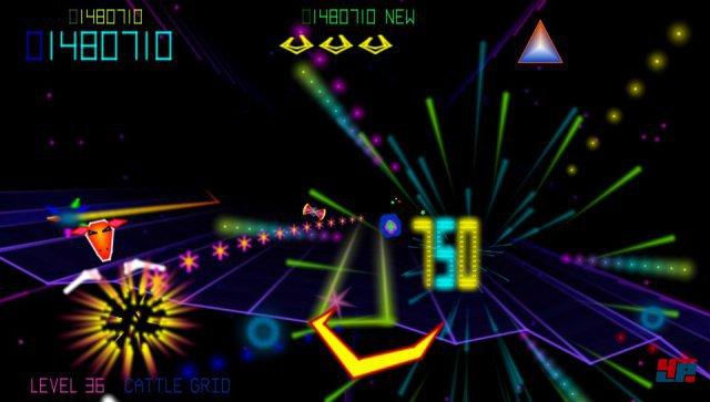 Kamikaze-B�ffel voraus: Die Minotaurenk�pfe schleudern nach dem Abschuss ihre H�rner auf den Spieler.