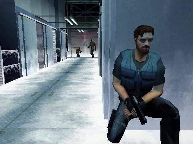 <br><br>Obwohl das Ende der Dreamcast-�ra bereits abzusehen war, versuchte Sega mit einer Reihe hochqualitativer Exklusiv-Titel das �berleben der Konsole zu sichern. Einer davon war Headhunter, das als Gegengewicht zu Metal Gear Solid fungieren sollte und dabei keine schlechte Figur machte. Vor allem die humorvollen Anspielungen in den real gefilmten Nachrichten-Sequenzen sowie die gelungene Inszenierung bleiben bis heute in Erinnerung - die schwammigen Ausfl�ge auf dem Motorrad will man dagegen lieber vergessen. 2068248