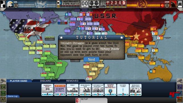 Alles fängt harmlos in der ersten Runde im Jahr 1945 an, mit gerade mal 15 sowjetischen und 25 amerikanischen Einflussmarkern, teilweise fest vorgegeben, teilweise frei verteilbar. Einsteiger werden vom guten Tutorial durch die komplexe Spielmechanik geführt.