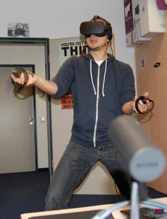 Titel wie Fruit Ninja oder Space Pirate Trainer funktionieren hochgradig präzise, weil man an einem Ort stehen bleibt und vom Spiel in Richtung der Kameras ausgerichtet wird...