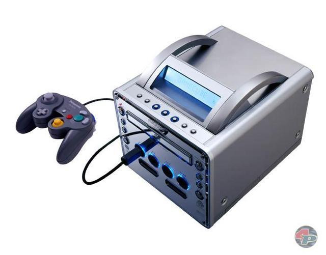 """Der GameCube mit DVD-Fähigkeit: Matsushitas/Panasonics """"DVD/Game-Player Q"""", wie der offizielle Titel jetzt heißt."""