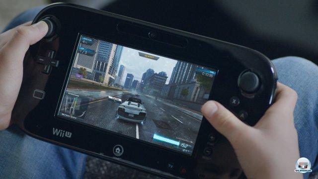 Wer will, kann vorbildlich per Knopfdruck auch auf dem GamePad-Bildschirm durch Fairhaven rasen.