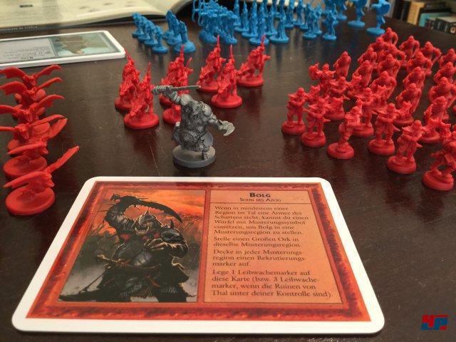 Die Schlacht der Fünf Heere ist komplett auf Deutsch beim Heidelberger Spieleverlag erschienen. Es ist für zwei Spieler ausgelegt und kostet knapp 50 Euro.