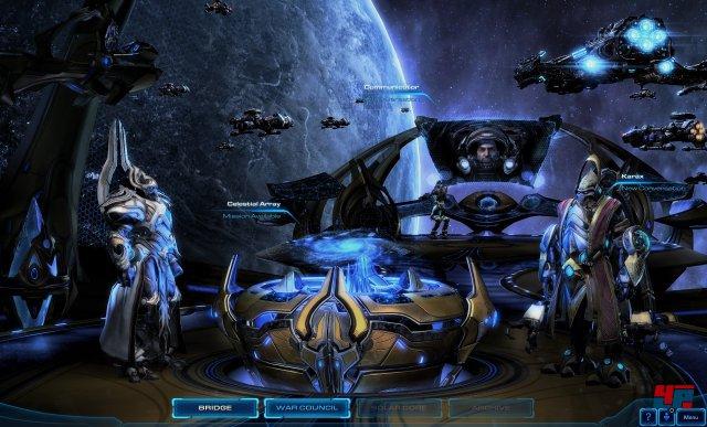 An der Seite von Phasenschmied Karax könnt ihr über die Brücke auf die Stellarmatrix zugreifen und eure nächste Mission wählen. Oder mit anderen Charakteren sprechen.