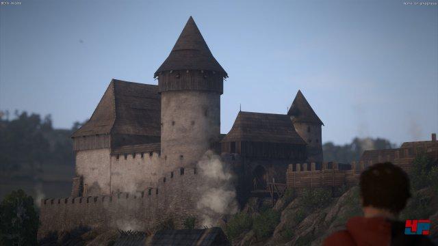 Trutzige Burgen und idyllische Landschaften voller Wälder, Wiesen und Dörfer prägen die Kulisse.