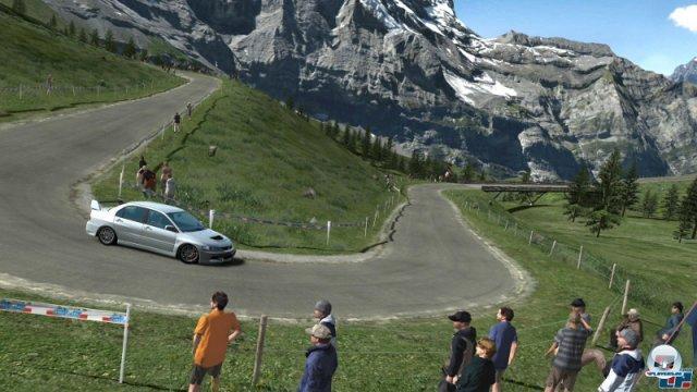 <b>Prologue und andere Appetit-Häppchen</b><br><br> Im Jahr 2004 mussten sich Tuning-Fans in Geduld üben: Statt einem ausgewachsenem Nachfolger gab es nur einen Vorgeschmack in Form von Gran Turismo 4 Prologue. Bei Gran Turismo 5 spannte Yamauchi seine Fans noch länger auf die Folter: Kurz nach dem Start der PS3 gab es