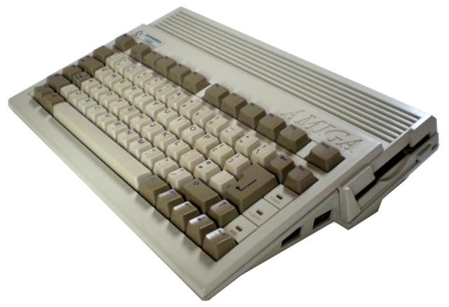 Letzte Rettungsversuche <br><br>  Da halfen auch die letzten verzweifelten Versuche des finanziell angeschlagenen Commodore-Unternehmens nicht mehr viel: �berfl�ssige Modelle wie der Amiga 500 Plus oder der kleine Amiga 600 konnten sich vor allem aufgrund ihrer Kompatibilit�tsprobleme nie wirklich durchsetzen. Auch die Idee, Modelle wie den Amiga 2000 oder Amiga 3000 mit Hilfe von Steckkarten zu einem PC zu erweitern, war vor allem auch aufgrund der rasanten Entwicklung des PC-Marktes zum Scheitern verurteilt.  2133113