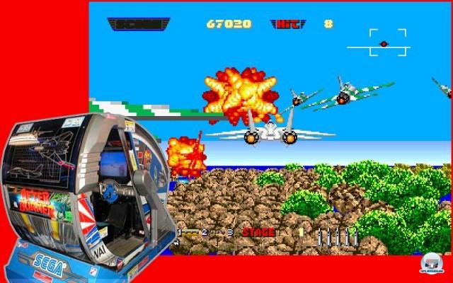 <b>After Burner</b> <br><br> Ebenfalls von Segas Team AM2 kam After Burner. Der Automat war 1987 der Traum aller Spielhalleng�nger - und aller jener jungen Spieler, welche die verrauchten Gl�cksspieltempel noch gar nicht betreten durften. Passend zur blitzschnellen Kampfjet-Action wird der Spieler von der Hydraulik in vier Richtungen geschleudert. Der kugelrunden Nachfolge-Automaten G-Loc: Air Battle ist nichts f�r schwache M�gen, denn in ihm �berschl�gt sich der am Sitz festgegurtete Spieler sogar komplett.
