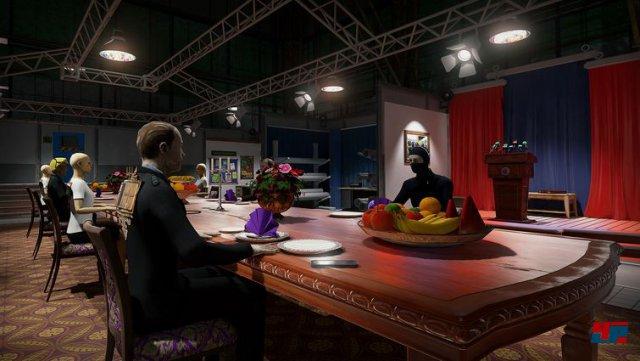 Welche der Puppen ist der Mörder? Als Versuchskaninchen muss der Spieler die Hinweise im Raum aufstöbern und untersuchen.