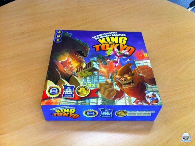 King of Tokyo ist ein Würfeltaktikspiel für zwei  bis sechs Personen. Es ist für knapp 25 Euro komplett auf Deutsch beim Heidelberger Spielverlag erschienen.