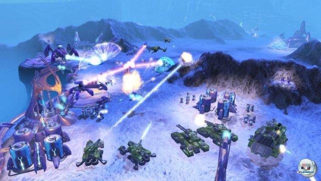 <b>Halo Wars (Xbox 360, 2009)</b> <br><br>   Im Jahr 2009 bekam Halo endlich das Wuselspiel, welches es eigentlich schon immer sein sollte. Der RTS-Ableger von den Ensemble-Studios (Age of Empires) besaß zwar nicht die Klasse der Halo-Shooter, erwies sich in unserem Test aber mit 80% als gut. 2288712