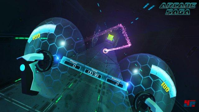 Jetzt nur nicht die Pille durchlassen: Im Ballsport Smash duelliert mann sich im langen Gang und blitzschnell abprallenden Kugeln in einem langen Gang.