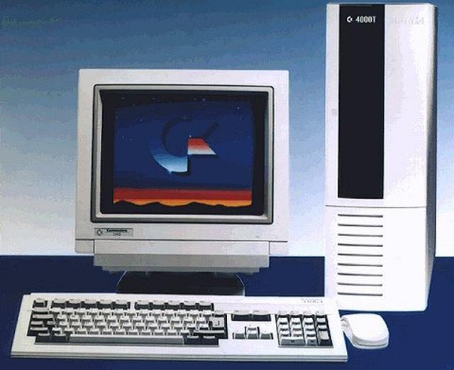 Traum-Vorstellungen <br><br>  Einzig die High-End-Modelle wie der Amiga 4000 h�tten dem PC Paroli bieten k�nnen, doch blieben diese Versionen aufgrund des hohen Anschaffungspreises f�r die meisten Otto-Normal-Spieler nur ein Traum - genau, wie es 1987 der Amiga 2000 war, der parallel zum 500er-Modell eingef�hrt wurde.  2133123