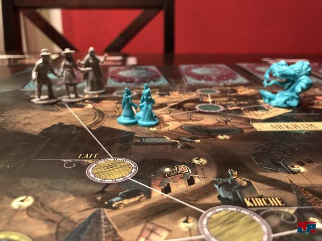 Pandemic Cthulhu ist komplett auf Deutsch bei Asmodee erschienen. Es ist für zwei bis vier Spieler ab 14 Jahren ausgelegt.
