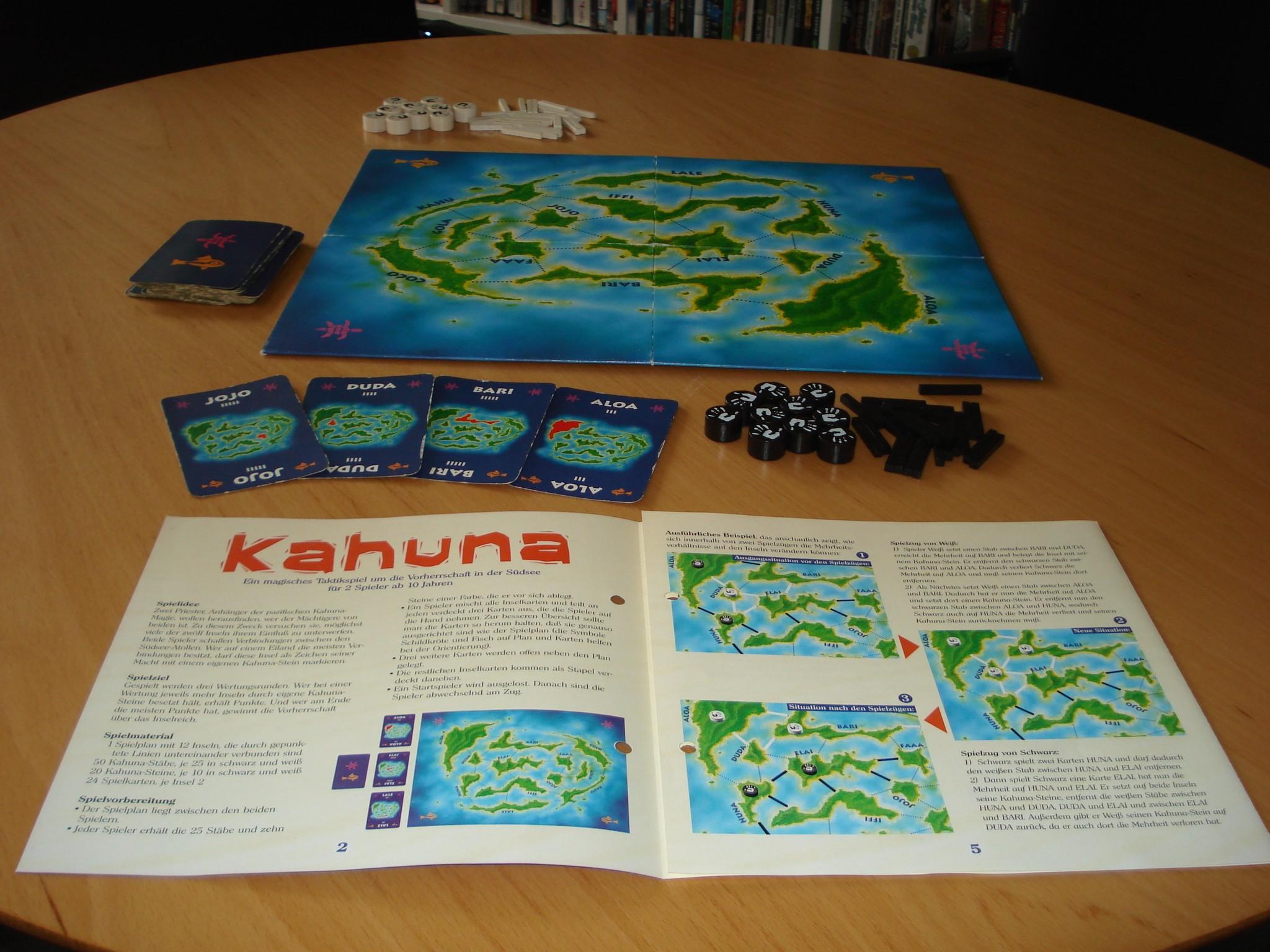 Kahuna erschien bereits 1997. Das Taktikspiel für zwei Personen ist bei Kosmos erschienen.