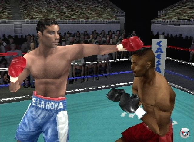 <b>Knockout Kings (Serie)</b><br><br>Ab 1998 begrüßten sich die Größen der Boxbranche in einem Spiel - der Knockout Kings-Serie. EA Sports scheute weder Kosten noch Mühen, und konnte daher mit Namen wie Muhammad Ali, Evander Holyfield, Joe Frazier oder Joe Louis aufwarten. Es gab fünf Spiele in sechs Jahren, die grafisch zwischendurch einen sehr merkwürdigen Sprung von »einigermaßen realistisch« zu »superheldenhaft überzogen« machte, außerdem gab es nur hier Frauenboxen - falls es so etwas tatsächlich gibt. Nichtsdestotrotz war die Serie insofern sehr wichtig, als dass hier der Grundstein für die berühmte Fight Night-Serie gelegt wurde. Vorher allerdings... 2203904