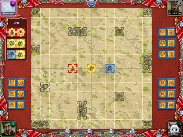 Zu Beginn hat jeder Spieler drei Doppelplättchen, die er an die drei farbigen Positionen anlegen kann.