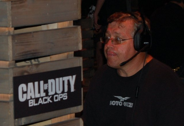<b>Wer blinzelt, verliert!</b>  <br><br>  Netzwerk-Sessions in Black Ops standen ebenfalls auf dem Programm. Auch um ein paar freie Turnier-Slots wurde im aktuellen Spiel von Treyarch gekämpft. 2261152