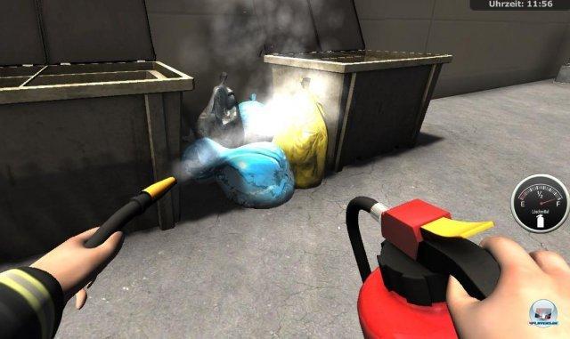 Zunächst bekämpfe ich Brände nur mit dem Feuerlöscher...