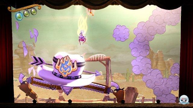 Eine Bühne als Spielwelt: Das Abenteuer findet in einem Puppentheater statt.