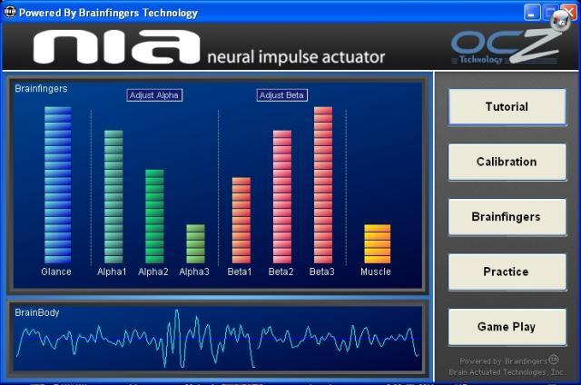 Ist die Software installiert und gestartet, die Box angeschlossen und das Headband aufgesetzt, kann es losgehen. Nach einer kleinen Kalibrierungs-Routine, bei welcher das Grundrauschen gemessen wird, zeigt die Software an, welche Ströme durch euren Kopf fließen. Der gelbe Balken ganz rechts liest die Muskelanspannung, der blaue links die seitlichen Augenbewegungen und in der Mitte wird die Aktivität der Alpha- und Beta-Gehirnströme angezeigt. Am unteren Rand seht ihr eine Art Gesamtsignal aller Aktivitäten. 1832933