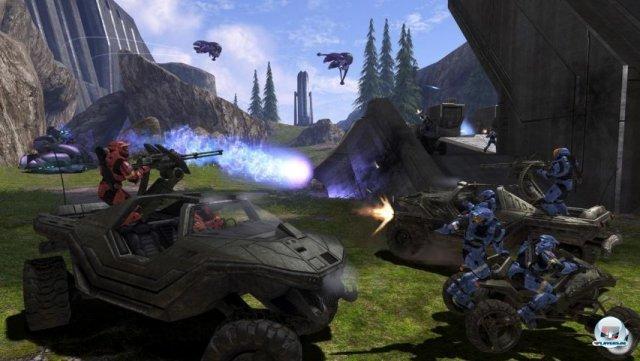 <b>Halo 3 (Xbox 360, 2007)</b> <br><br>   Halo 3 war der bislang konservativste Teil: Spielerisch blieb fast alles beim Alten, dafür gab es auf der Xbox 360 HD-Kulissen. Im Vergleich zu Grafik-Bomben wie Gears of War wirkte das eckige Design aber ein wenig altbacken. 2288707