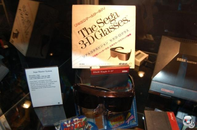 <b>Die Erkenntnis, dass...</b><br><br> ...sich das Design von 3D-Brillen in den letzten 20 Jahren nicht wirklich verbessert hat. Segaton! 2145493