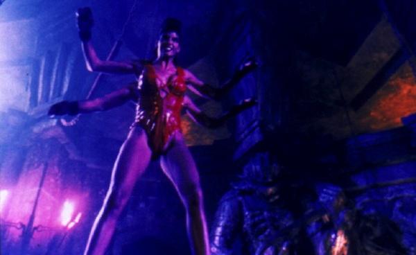 Mortal Kombat: Annihilation (1997)<br><br>Der erste Mortal Kombat-Film ist zwar Trash, aber unterhaltsamer Trash, den man sich immer wieder mal ansehen kann, ohne unnötig viele Haare zu verlieren. »Hey, das lief ja super« müssen sich die Produzenten gedacht haben, »lass uns das gleich nochmal machen!« - und so nahm das Unheil seinen Lauf. Annihilation wollte mehr; mehr Action, mehr Effekte, mehr MK-Figuren. Resultat: Erschütternd choreographierte Fights, Effekte, für die sich sogar Uwe Boll schämen würde, und eine Riege von völlig austauschbaren Kämpfern Immerhin hatte der heute Martial Arts-Star Tony Jaa hier seinen ersten Auftritt als Stuntdouble von Robin Chou. 1723076