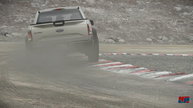 Es wird schmutzig: Neben Asphaltstrecken geht es beim RallyCross auch auf staubige Pisten.