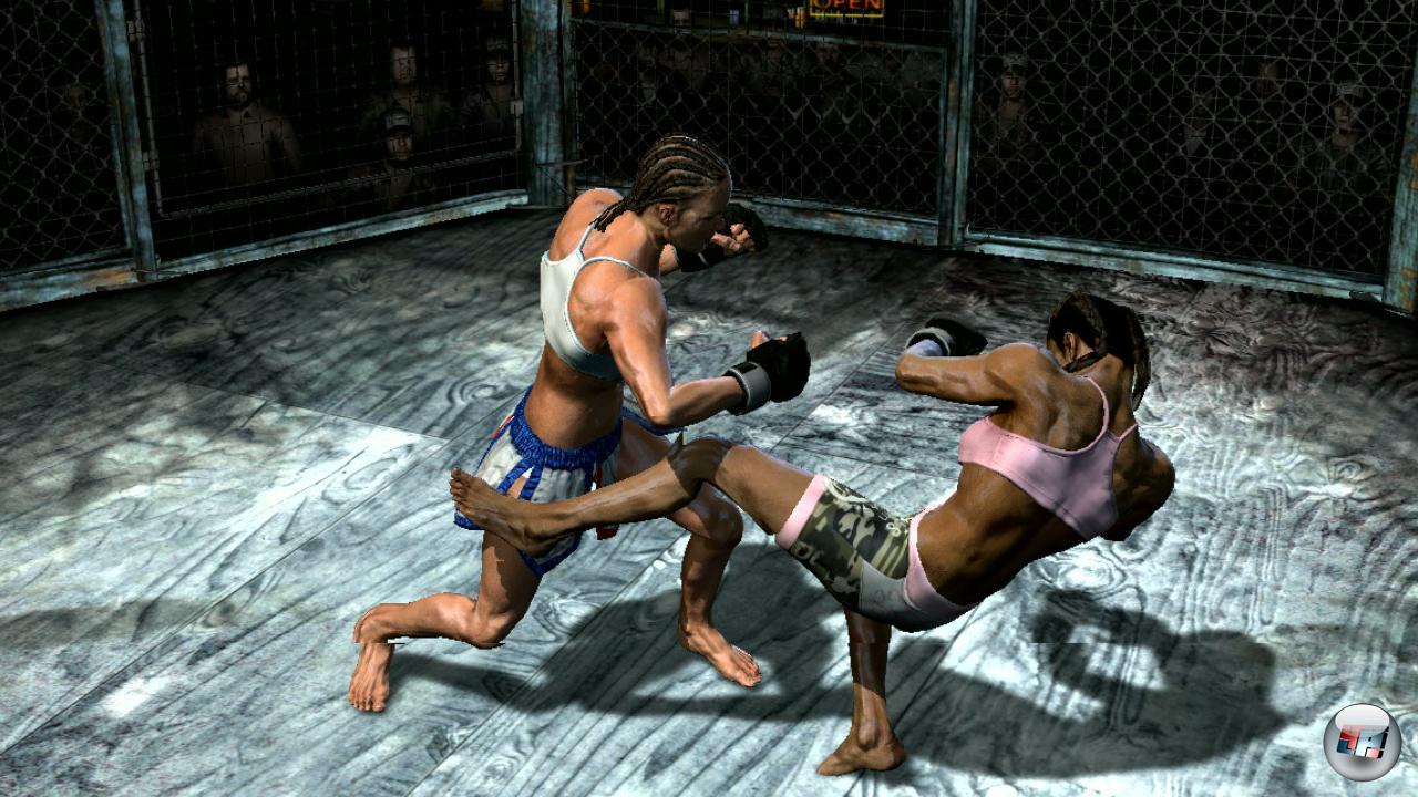 Man kann auch mit zwei MMA-K�mpferinnen antreten...