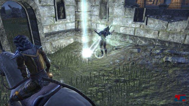 Auch in Cyrodiil kann man Seelensteine, Rohstoffe, Dungeons usw. finden - eine nette Abwechslung abseits der Schlachten gegen andere Spieler.